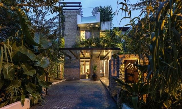 Exotische Villa aus Stein und Glas mitten im Stadtdschungel