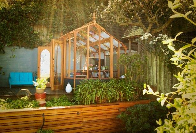 gewachshaus aus recycling fenster | moregs, Gartengerate ideen