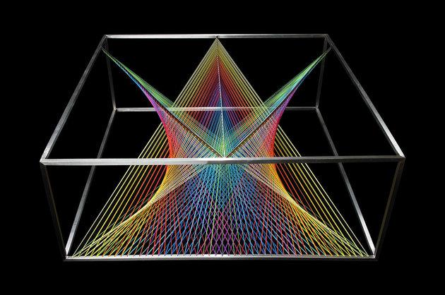 Designer Couchtisch aus Glas  Wie ein Prisma das das Licht bricht