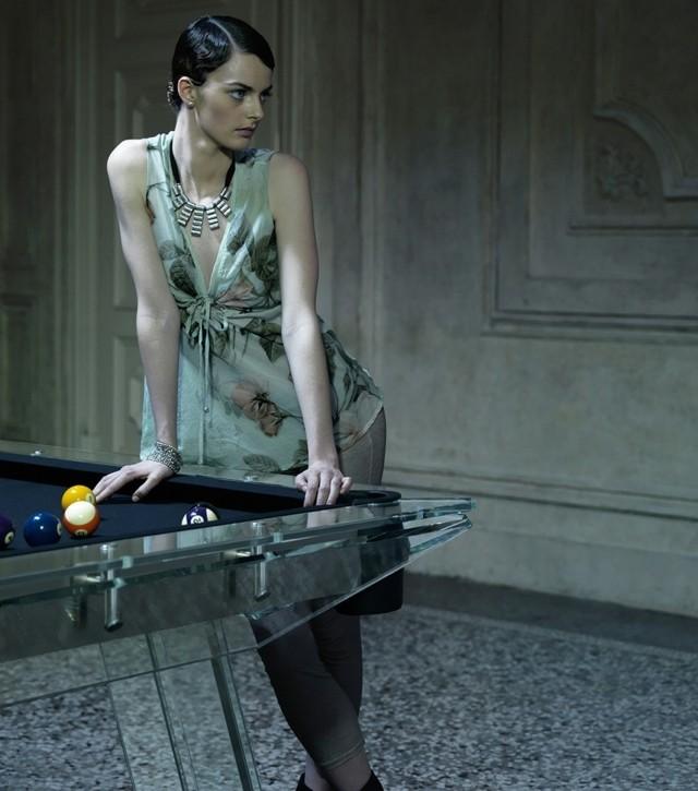 Billardtisch aus Kristall sorgt fr den ultimativen Spielspa