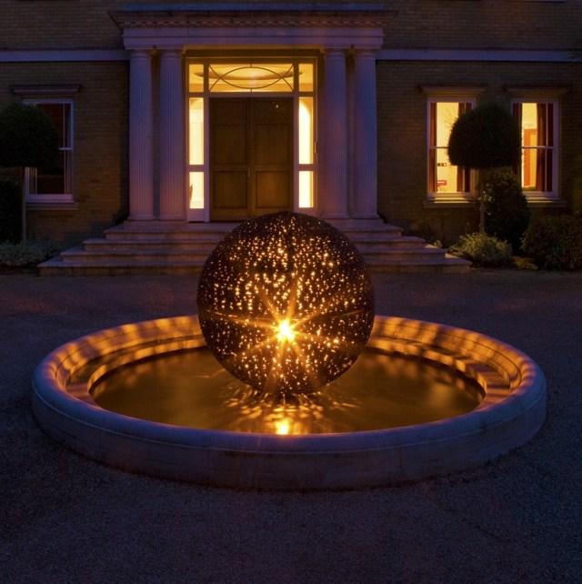Skulpturen im Garten  38 Ideen fr die Kugel als Akzent