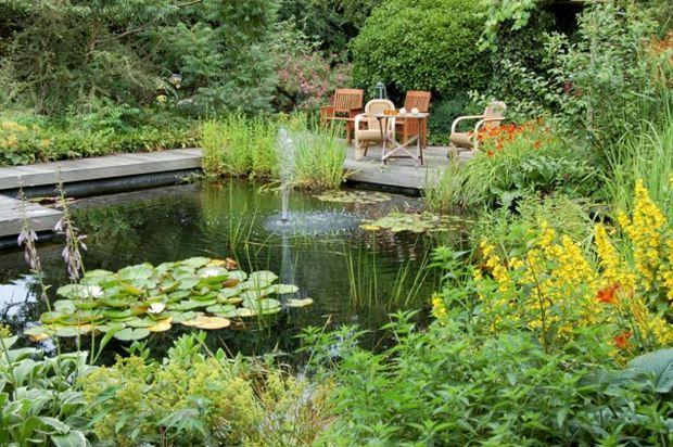 Wasserspiele im Garten  Gestaltungsideen mit Teich und