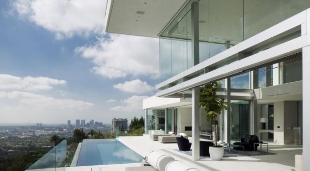 Haus mit groen Fensterfronten besticht durch Grozgigkeit und Wrme