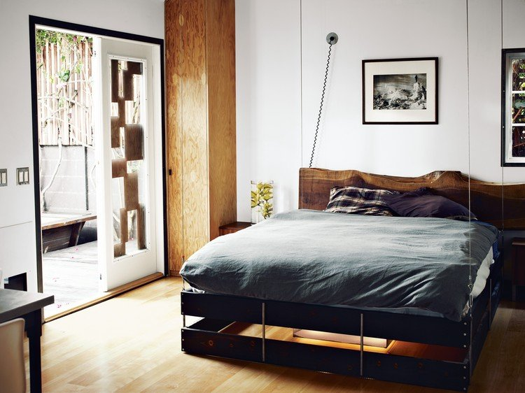 Platzsparende Raumlsung  Bett an die Decke hngen