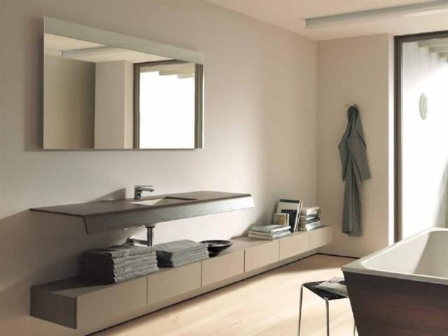 Badezimmerspiegel mit Licht als funktionale Dekoration