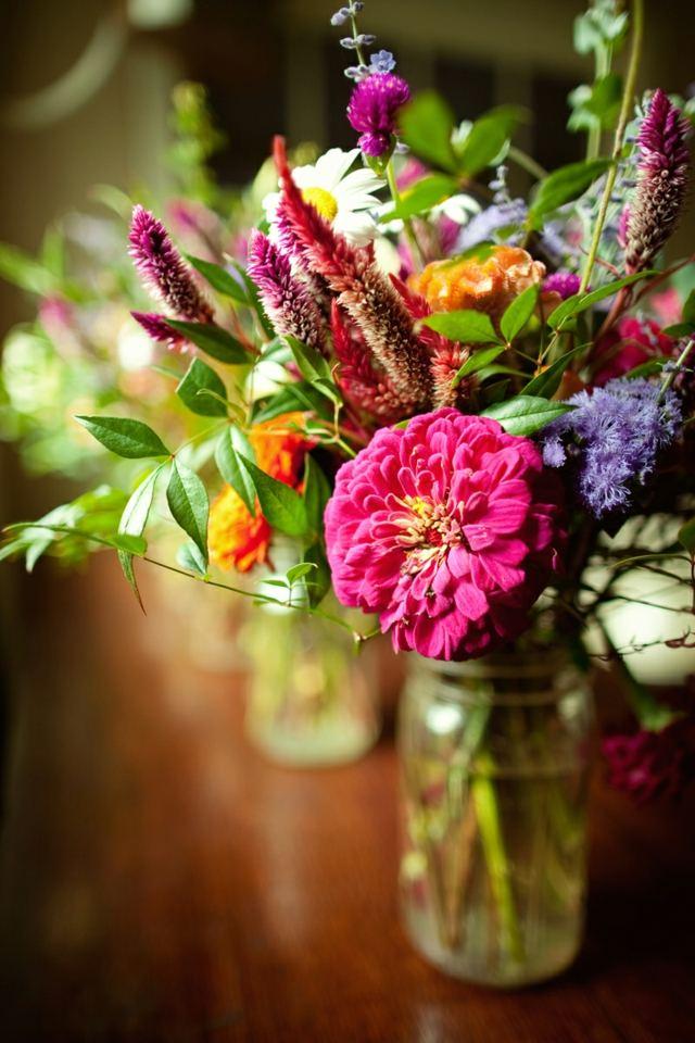Herbst Tischdekoration  Arrangements aus wilden Blumen
