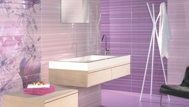 Badezimmer Fliesen Lila