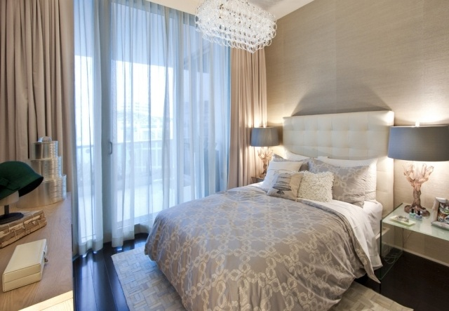 Kleines Schlafzimmer mit groer Fensterfront einrichten