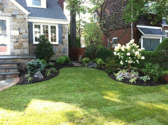 Vorgarten Gestaltung Rasen Beete Weisser Flieder Niedrige Pflanzen