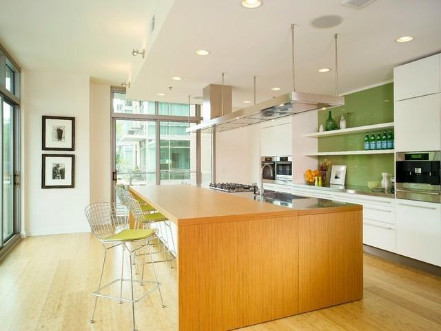 Moderne Kchenwnde aus Glas peppen das Interieur auf