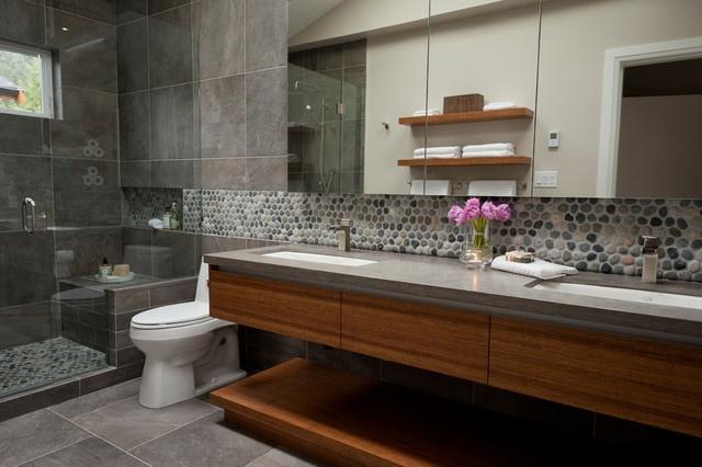Steinfliesen an der Wand im Badezimmer  30 Ideen