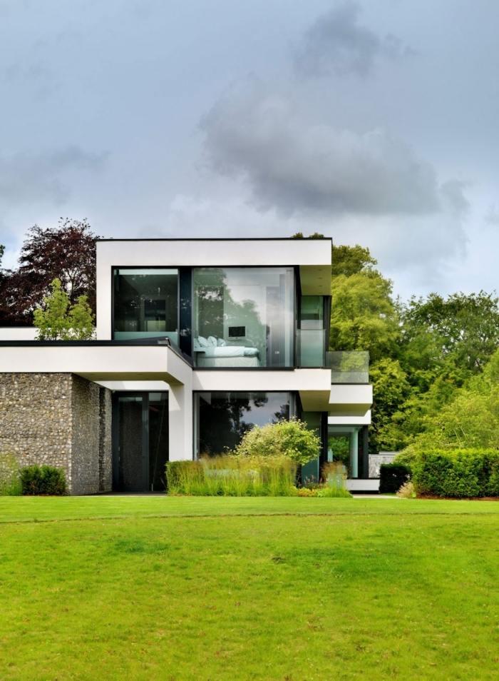 Modernes NeubauHaus in Berkshire mit Blick auf die Themse