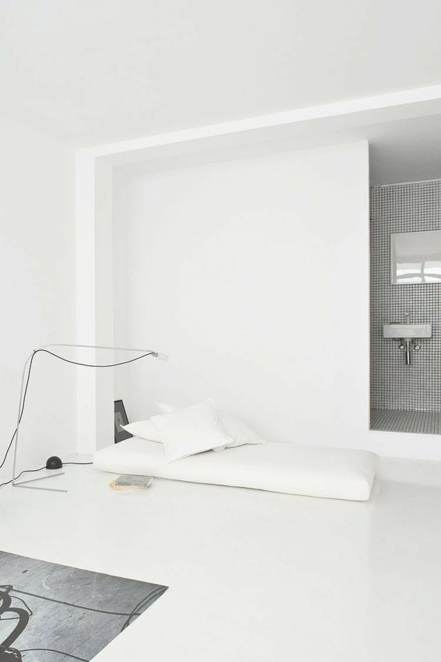 Modernes Interieur mit minimalistischen Akzenten von CaSa