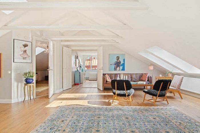 Wohnzimmer Einrichtung Ideen  Raum mit Dachschrge