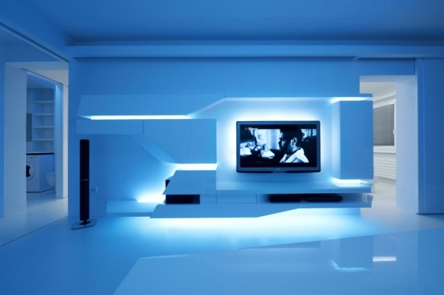 Renovierte weie Wohnung mit futuristischem Innendesign