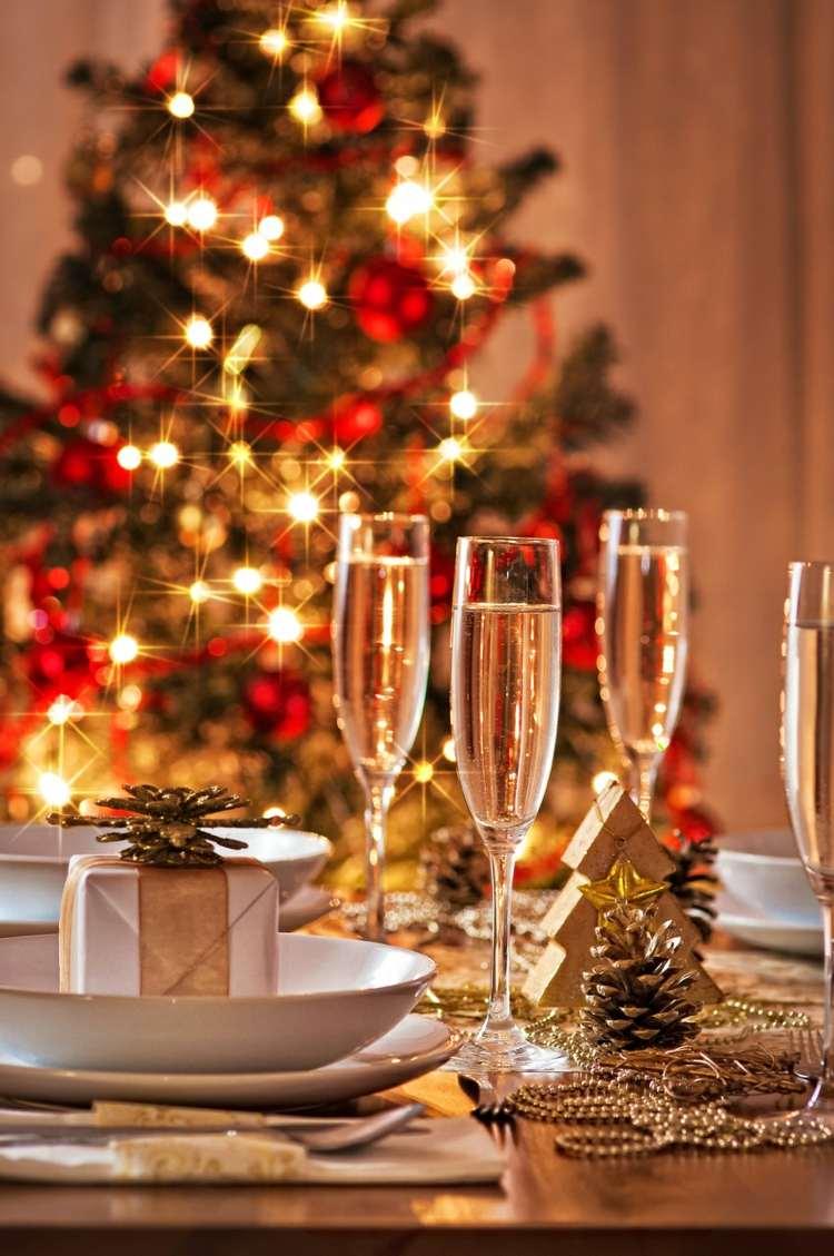 Tischdeko Weihnachten Rot Grün Mit Windlicht Und Schmetterling Den