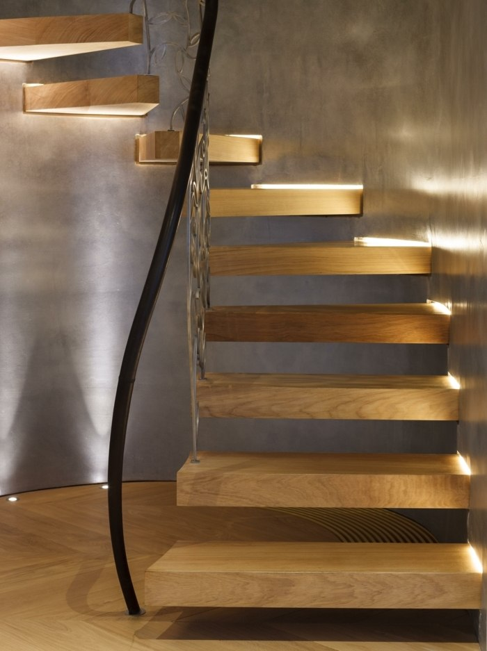 Freitragende Treppe im Spotlicht 29 moderne Bolzentreppen