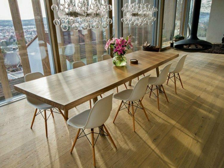Ein Esstisch aus Massivholz ist ein Begleiter frs Leben