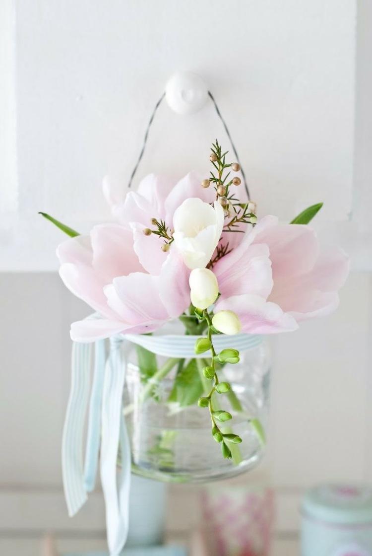 Frhlingsdeko im Fenster  Stimmungsvolle Ideen mit Blumen