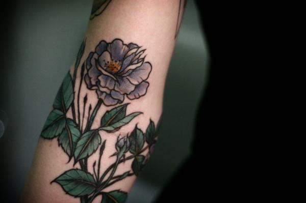 Tattoo Oberarm Frau Vorlagen Rosen