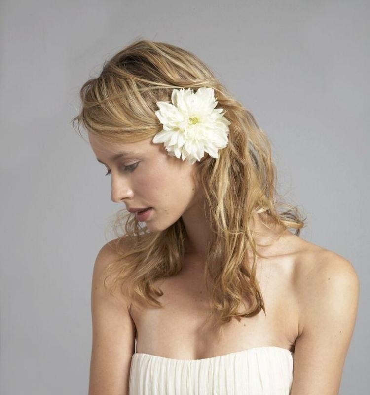 Frisur fr trgerloses Kleid  33 Hochzeit und Abiball Ideen
