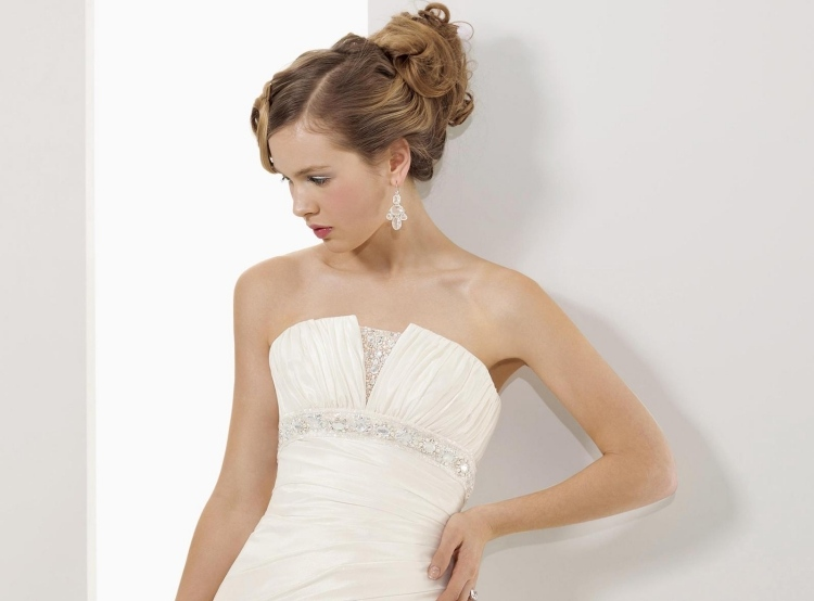 Frisur Für Trägerloses Kleid 33 Hochzeit Und Abiball Ideen