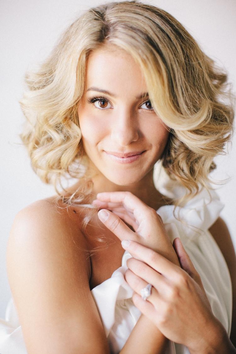 Frisur zum Neckholderkleid  25 Ideen fr Ihre Hochzeit