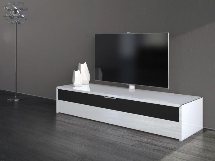 Ein TVLowboard sorgt fr modernes Flair im Wohnzimmer