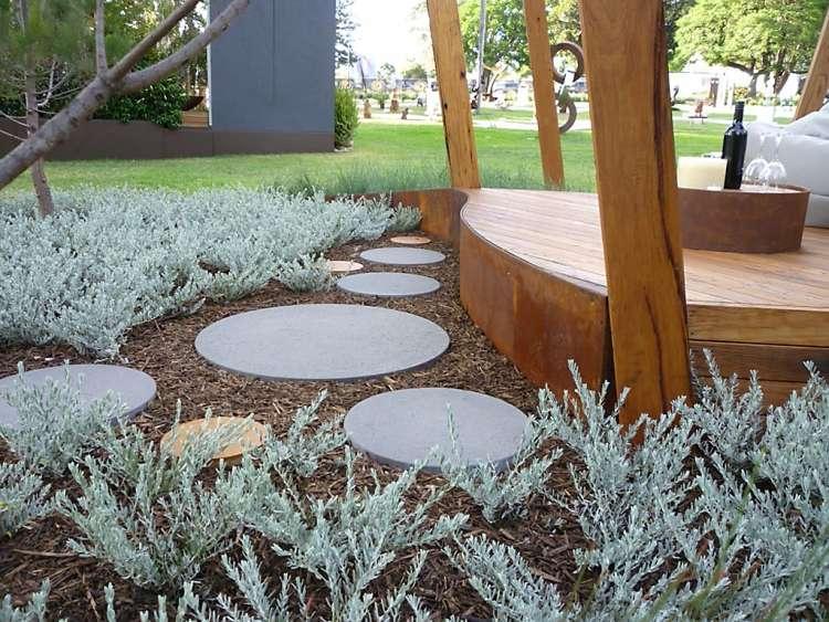 wandpaneele aus cortenstahl mit lasergeschnittenen dekorationen, Gartengestaltung