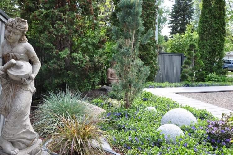 Bodendecker Vinca Minor im Garten pflanzen und pflegen