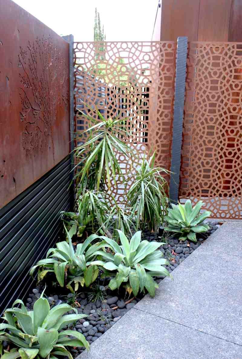 Cortenstahl Sichtschutz Beet Idee Kieselsteine Pflanzen Fliesen Zaun Cortenstahl Sichtschutz Fur Garten Ideen Und Beispiele