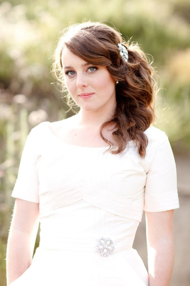 Brautfrisuren seitlich gesteckt  30 elegante Inspirationen