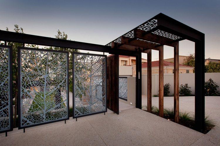 sichtschutzzaun aus metall bietet viele vorteile » terrassenholz, Gartengerate ideen