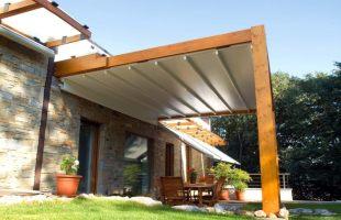 Sonnenschutz mit Terrassenüberdachung und Sonnensegel