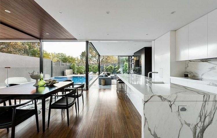 Haus mit Marmor Kche in einem neuen prchtigen Anbau