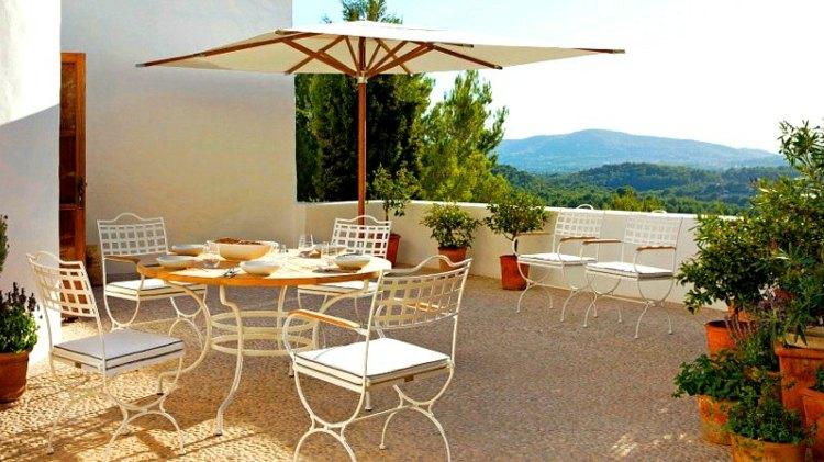 gemutliche sitzecke im garten mit modernen gartenmobel - boisholz, Gartenbeit