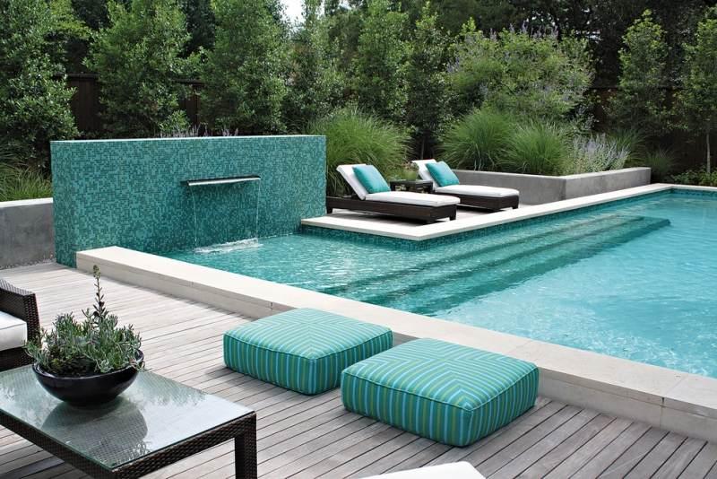 Garten Mit Pool Bilder Blaue Mosaik Wasserfall Sitzkissen