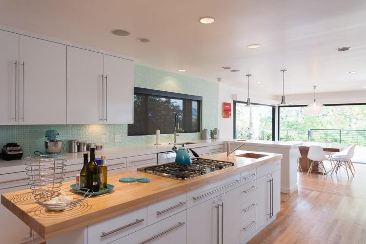 weiße küche lila wände | farbideen für wohnzimmer - 36
