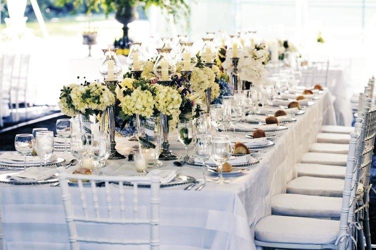 Tischdeko mit Hortensien  edle Hochzeitsdeko mit Blumen