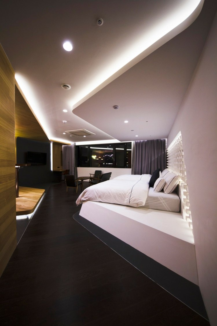 Hotelzimmer Design mit indirekter Beleuchtung  Luxus pur