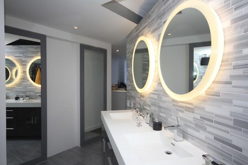 Spiegel mit beleuchtung rund  Moderne Badezimmer Dekoration Runder Teppich Und Runder Spiegel ...