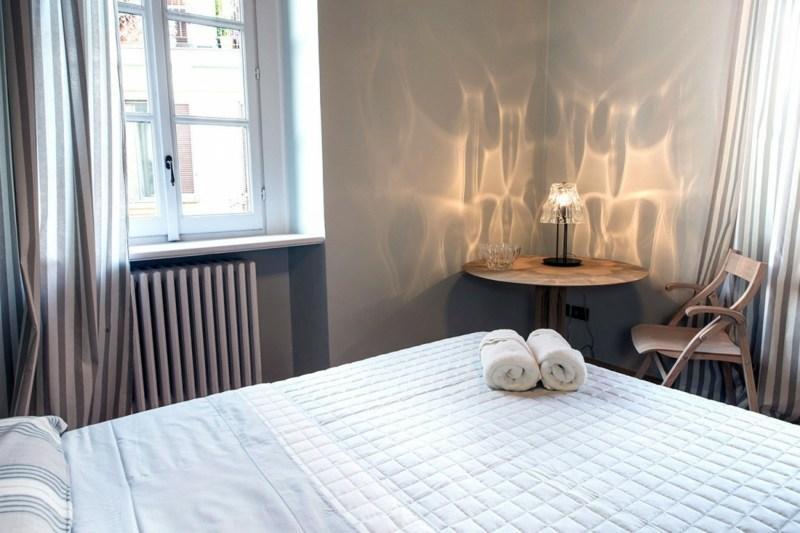 Decke Aus Rustikalen Balken In Einer Wohnung In Milano – Startseite ...