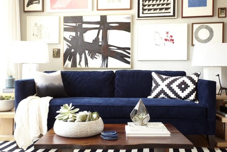 wandgestaltung wohnzimmer blaue couch - boisholz - Einrichtungsideen Wohnzimmer Schwarz Weis