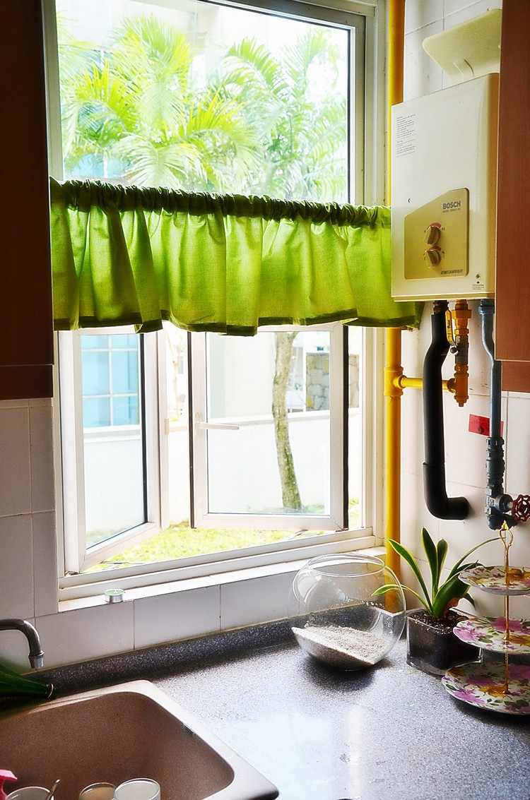 Fenstervorhange Ideen Kuche Modern Weiss Rote Wandfarbe, Möbel