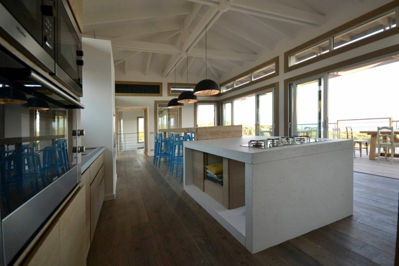 einbau k che wei kochinsel beton arbeitsplatte deko f r. Black Bedroom Furniture Sets. Home Design Ideas