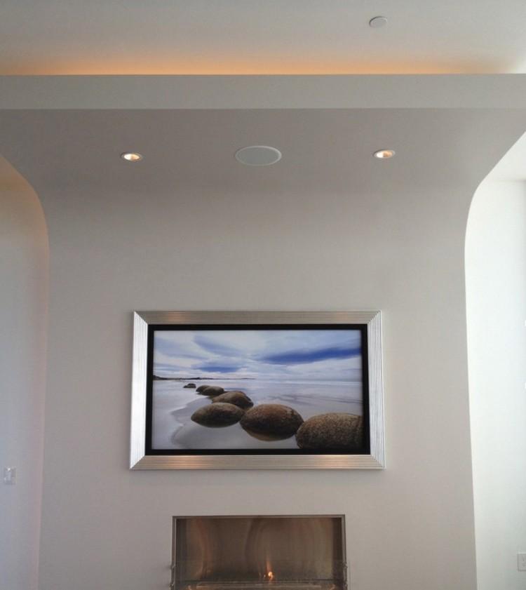 Flachbildfernseher an die Wand hngen und rahmen lassen