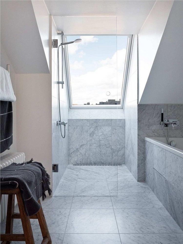 Kleine Badezimmer mit Dachschrge zur WellnessOase