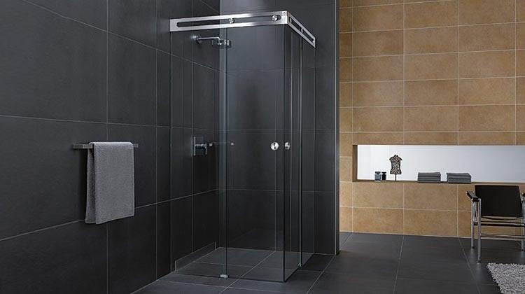Duschabtrennung aus Glas mit Schiebetren 4 Duschkabinen