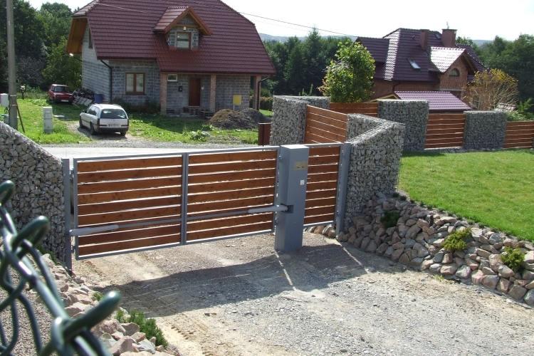 ... Gabionenwand Gabionenzaun Moderne Gartengestaltung Holz Rasen Haus ...