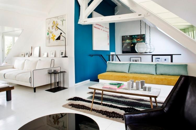 Petrol Farbe als Akzent im Interior  moderne Pariser Wohnung